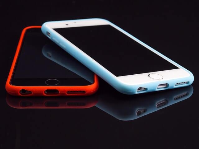 Telefoane Apple in Carcase de Protejare