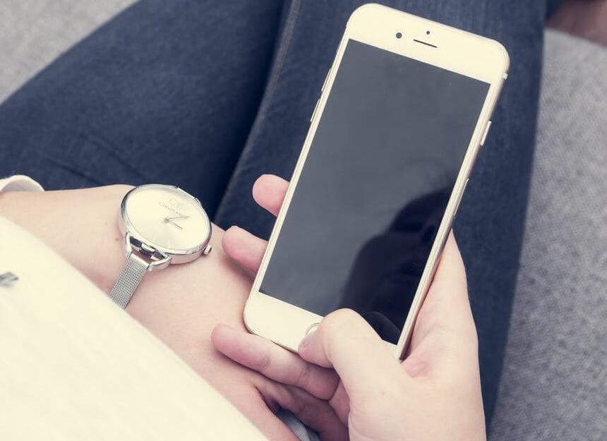 iphone 6s se inchide singur